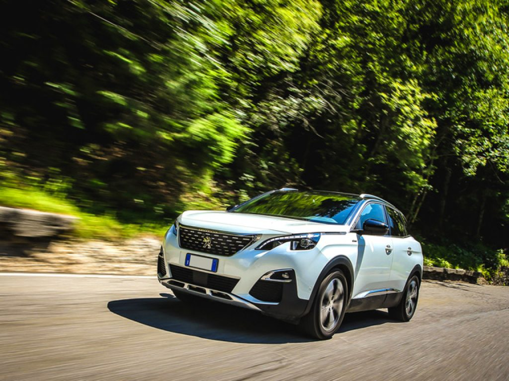 3008 PEUGEOT 3008 BlueHDi 130 EAT8 S&S Business